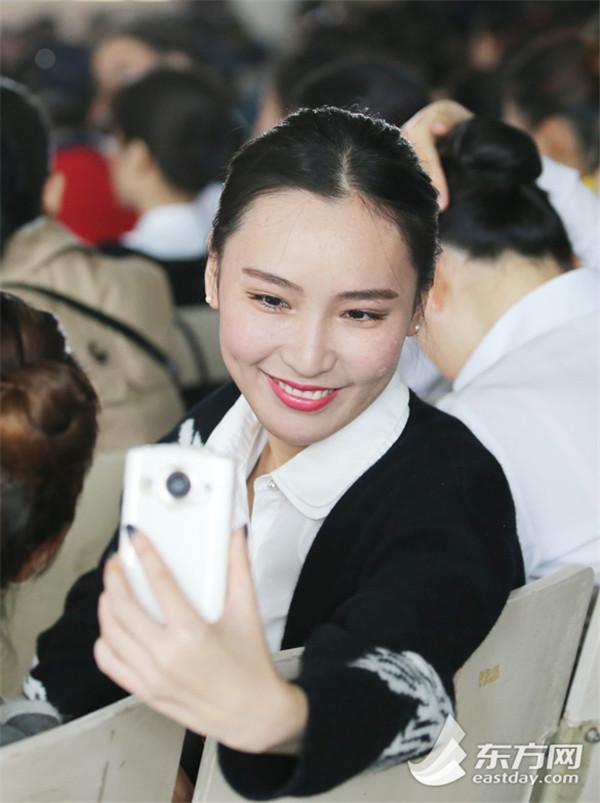 东航2015空姐招聘现场美女云集-中国搜索
