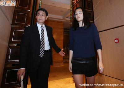 香港富家女遭绑架获释后亮相 绑匪仍在逃