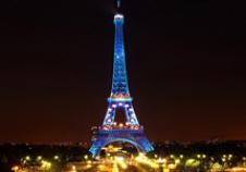 1889年法国巴黎埃菲尔铁塔落成开放